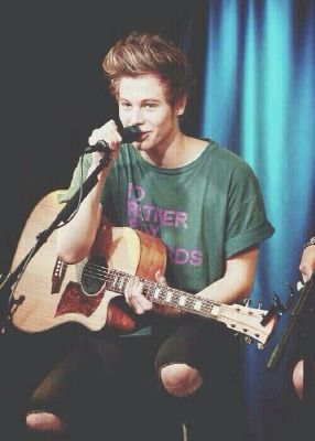 10PM. England. | International Smile || Luke Hemmings